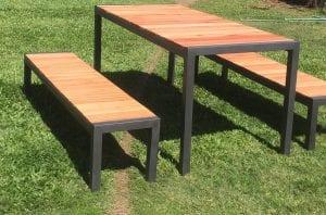 bancos de madera y hierro