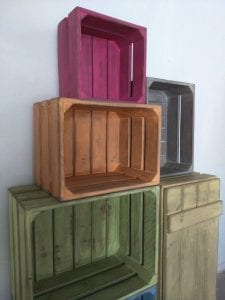 cajas de fruta de madera pintadas