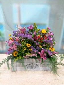 cajas de madera con flores