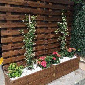 celosias de madera con jardinera