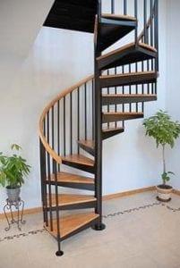 escaleras de madera en caracol