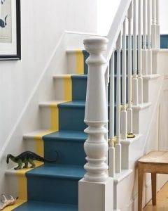 escaleras de madera pintadas