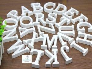 letras blancas de madera