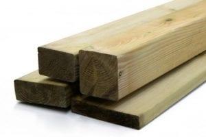 listones de madera tratada para exterior