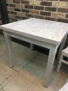 mesas blancas de madera