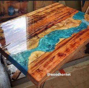 mesas de madera con resina epoxica