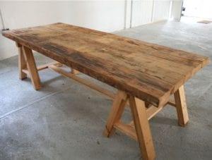 mesas de tablones de madera