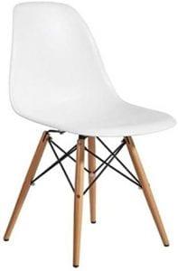 sillas blancas con patas de madera