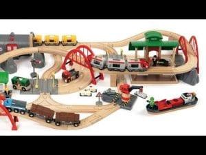 trenes de madera brio